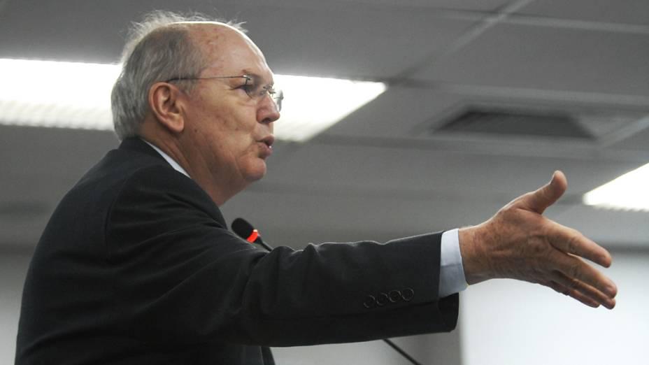 Advogado da Portuguesa durante o Julgamento no Pleno do Superior Tribunal de Justiça Desportiva, no Rio de Janeiro