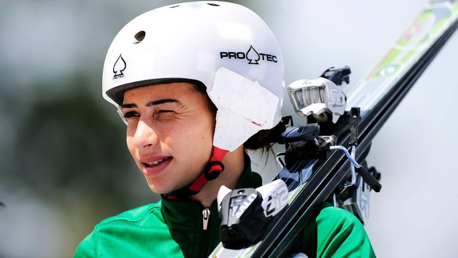 Lais Souza, durante treino de esqui em São Roque (SP), em outubro de 2013