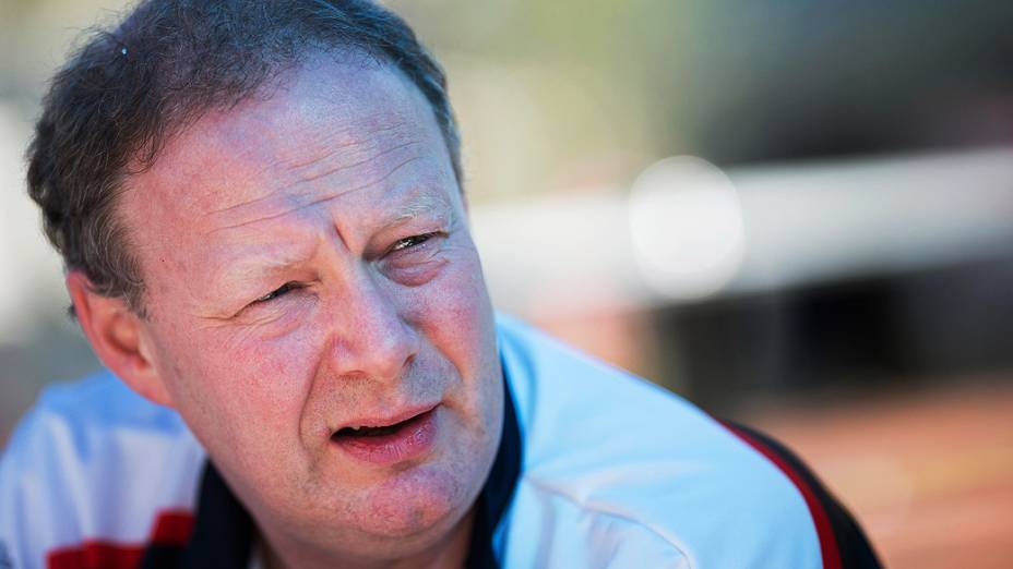 Mike Coughlan, demitido: nenhum ponto após nove corridas em 2013