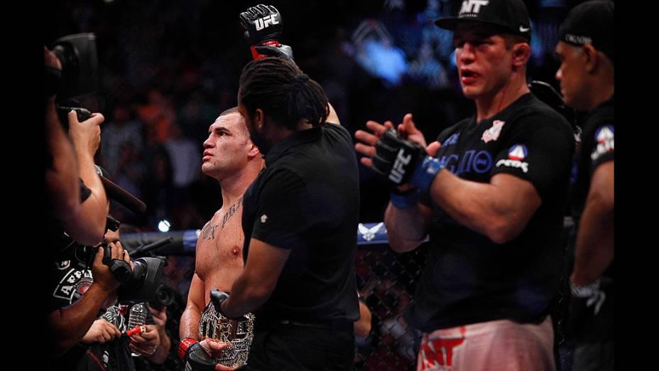 UFC 166: Cain Velasquez vence Júnior Cigano e mantém cinturão dos pesados