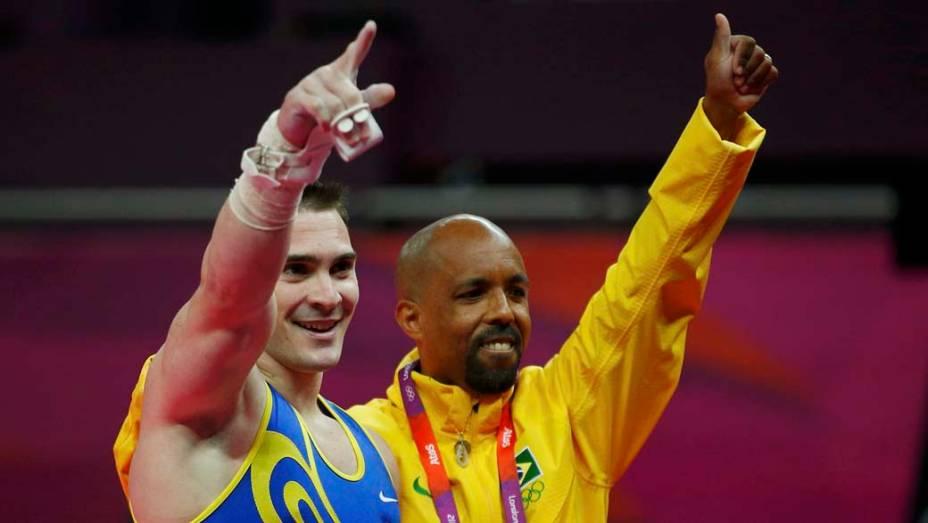O ginasta Arthur Zanetti (esquerda) medalha de ouro nas argolas da ginástica artística masculina, em 06/08/2012