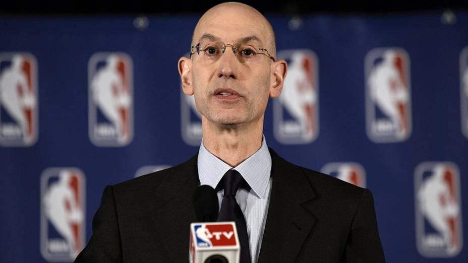 Adam Silver, comissário da NBA, durante coletiva de imprensa para anunciar a suspensão vitalícia do proprietário do Los Angeles Clippers, Donald Sterling