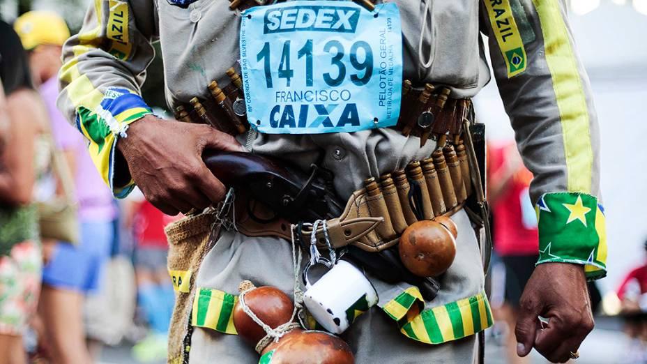 Corredor vestido de cangaceiro participa da89ª edição da tradicionalCorrida de São Silvestre