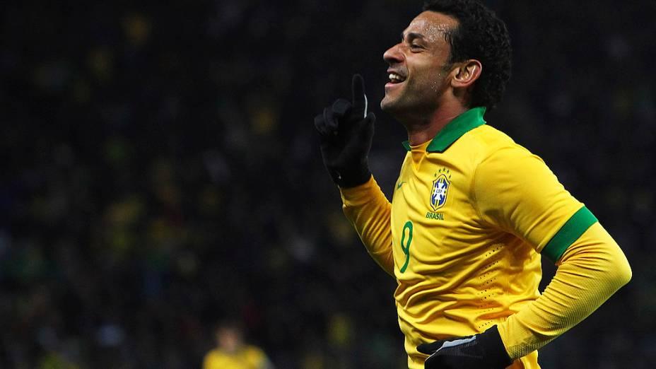 Fred comemora após marcar o primeiro gol do amistoso entre Brasil e Itália
