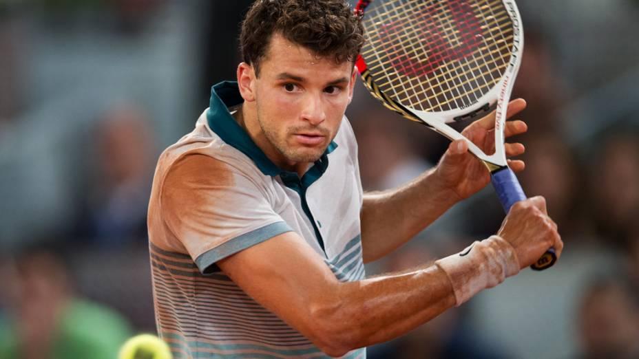 O tenista búlgaro Grigor Dimitrov derrotou o sérvio Novak Djokovic no Masters 1000 de Madri