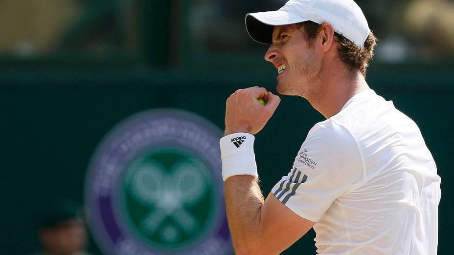 Andy Murray vence o sérvio Novak Djokovic e conquista o torneio de Wimbledon