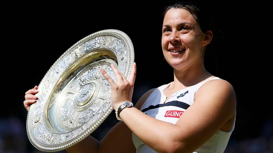 Marion Bartoli da França conquistou o torneio de Wimbledon depois de derrotar a alemã Sabine Lisicki por 2 sets a 0