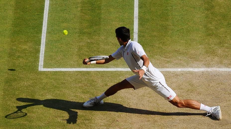 Novak Djokovic durante a final do torneio de Wimbledon contra o britânico Andy Murray