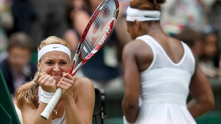 A alemã Sabine Lisicki comemora após vitória sobre a favorita Serena Williams, no 7º dia do torneio de Wimbledon