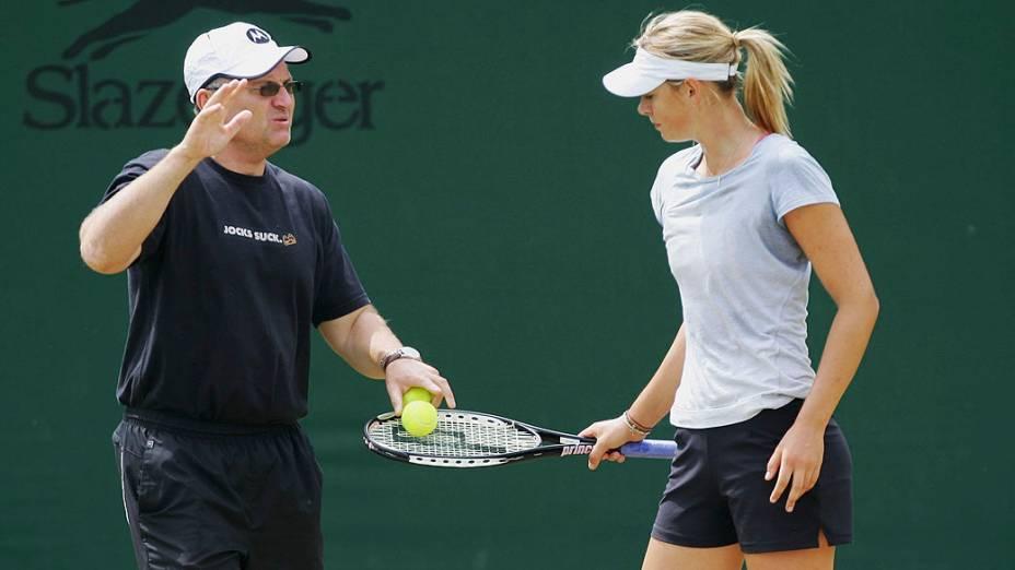 Maria Sharapova e o pai Yuri, treinando em 2007