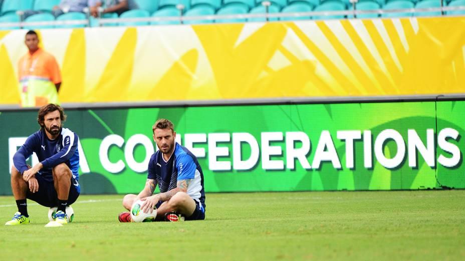 Andrea Pirlo e De Rossi em treino para jogo contra o Brasil válida para a Copa das Confederações, nesta sexta-feira (21), na Arena Fonte Nova