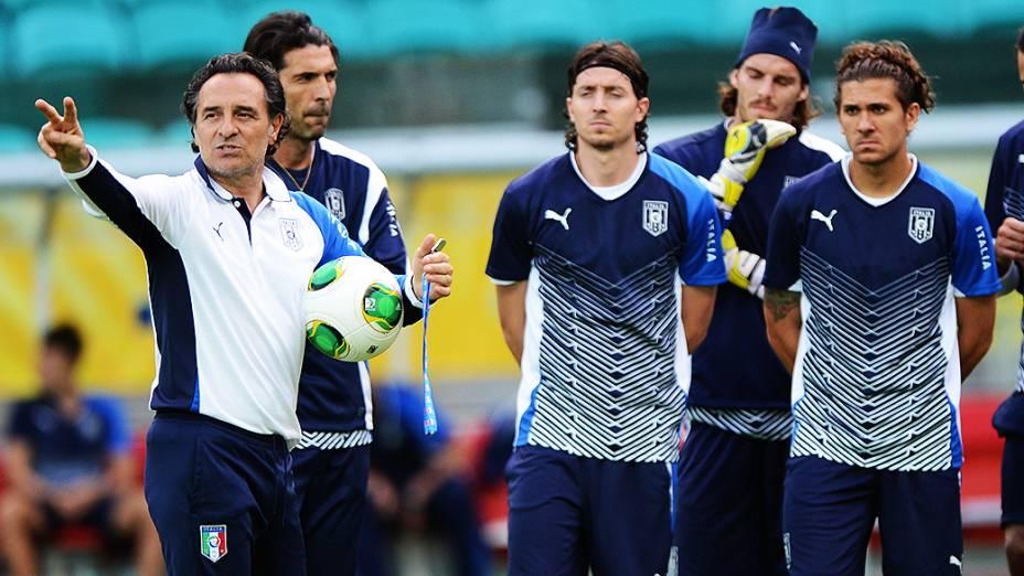 Treino da Itália para jogo contra o Brasil válida para a Copa das Confederações, nesta sexta-feira (21), na Arena Fonte Nova