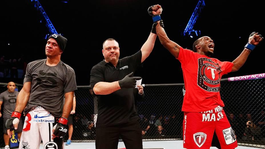 Sean Spencer (D) vibra após derrotar Yuri Villefort no UFC Fight Night realizado na Arena Mineirinho em Belo Horizonte