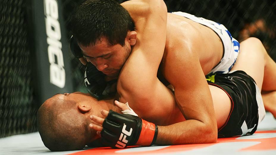 <br><br>  O brasileiro formiga vence o americano Chris Cariaso