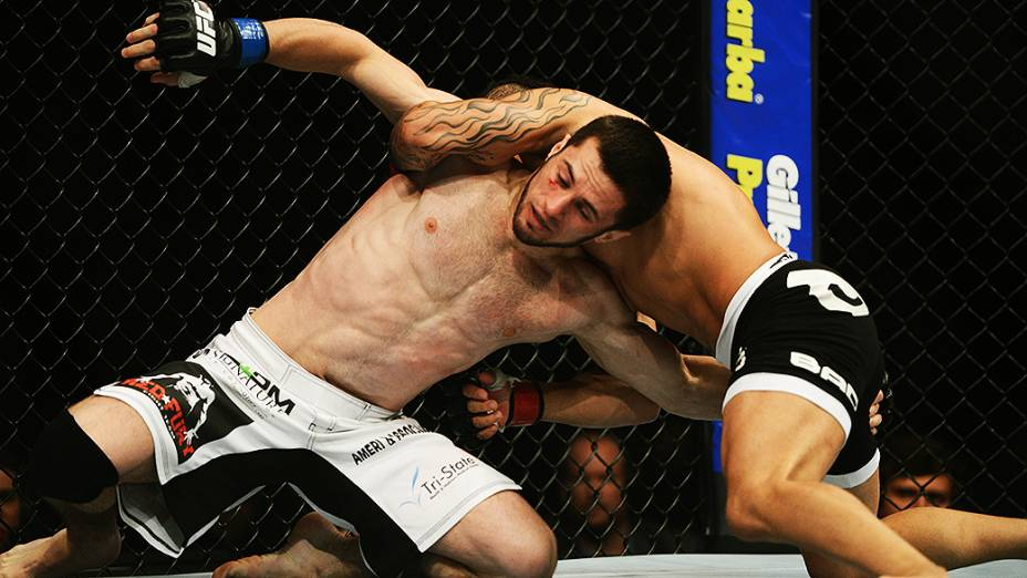 O brasileiro John Lineker vence o americano Azamat Gashimov no UFC Jaraguá