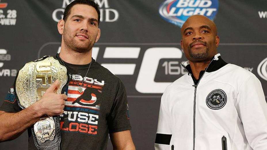 Chris Weidman e Anderson Silva durante entrevista coletiva do UFC 168 em Las Vegas