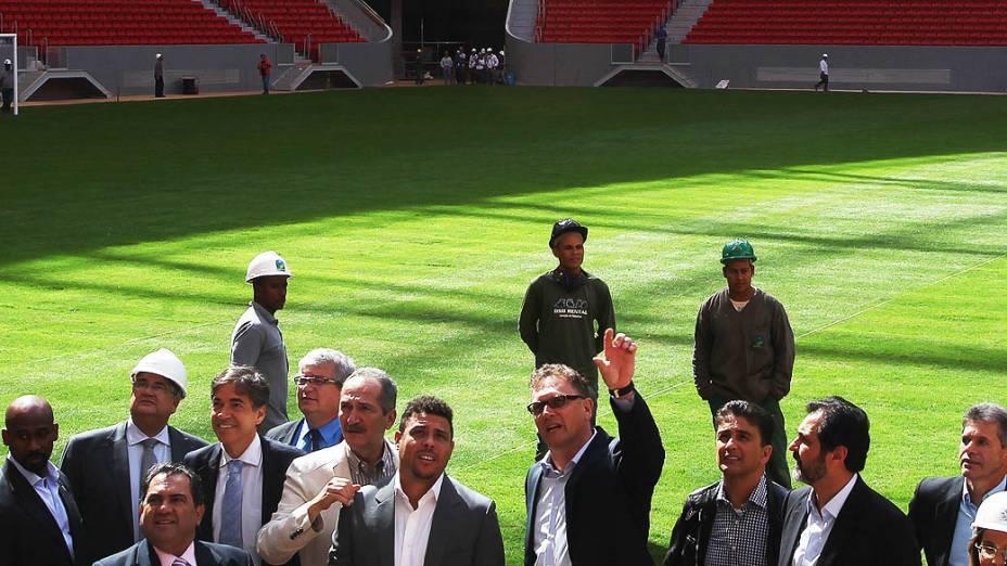 Vistoria dos membros do COL e Fifa no Estádio Nacional de Brasília. Jérôme Valcke (Fifa), Ronaldo, Bebeto, o ministro Aldo Rebelo e o governador Agnelo Queiroz visitaram o estádio hoje