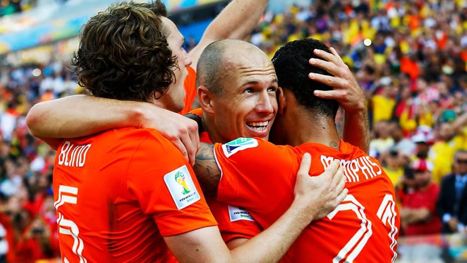 Jogadores da Holanda comemoram gol contra o Chile no Itaquerão, em São Paulo