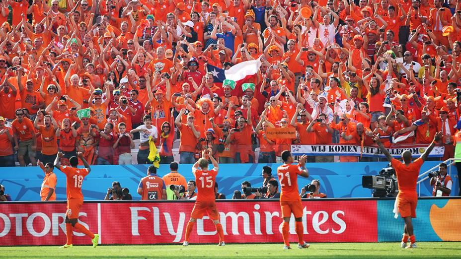 Jogadores da Holanda comemoram a vitória sobre o Chile no Itaquerão, em São Paulo