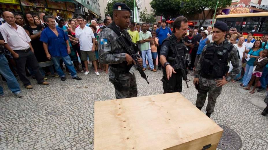Na quarta-feira, dia 24 de novembro, o esquadrão antibomba foi acionado após uma caixa suspeita ser encontrada na Praça General Osório em Ipanema, no Rio de Janeiro