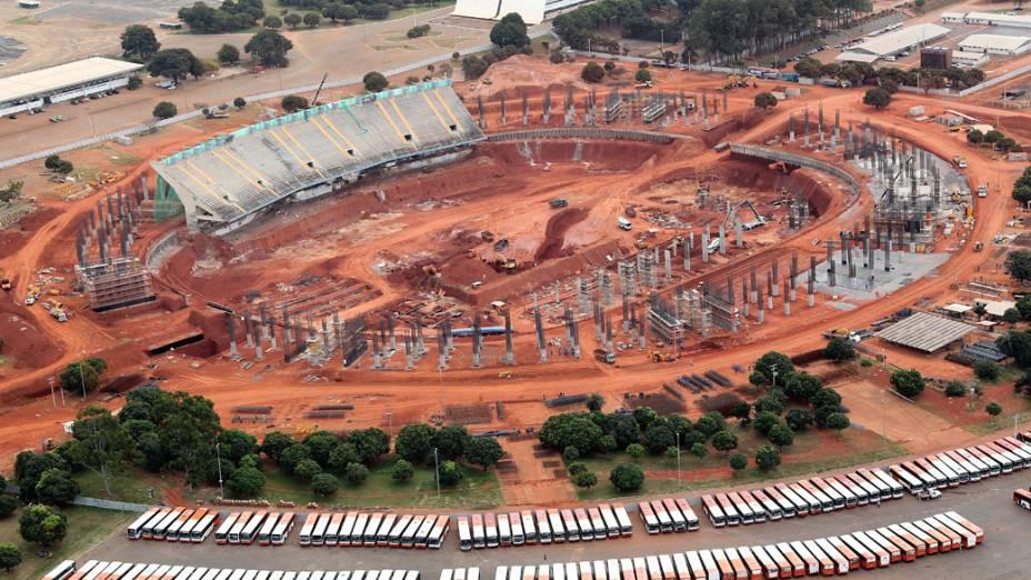 Reconstrução do estádio Mané Garrincha, em Brasília: só 15% aprovam uso do dinheiro público em estádios