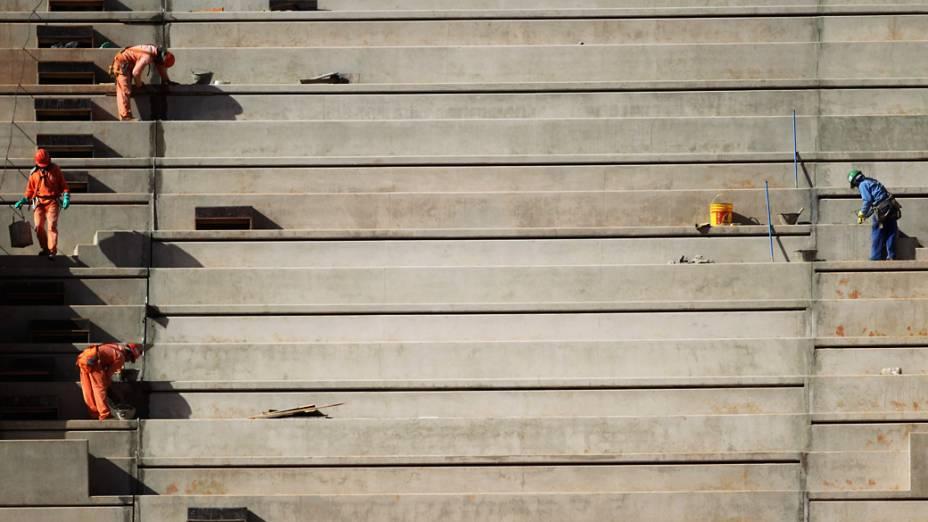 <br><br>  Obras do estádio Mané Garrincha, em Brasília, que receberá partidas da Copa 2014<br><br>