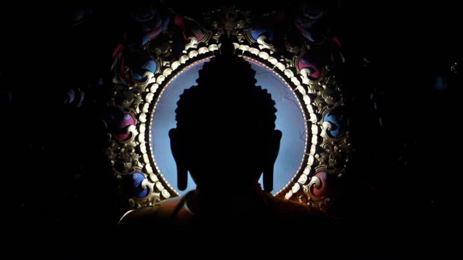 Imagem de Buda em monastério tibetano em Lumbini, Nepal
