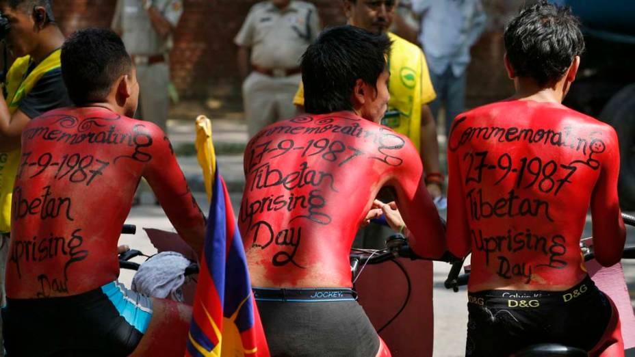 Universitários protestam em homenagem ao Dia da Revolta Nacional Tibetana em Nova Délhi, na Índia