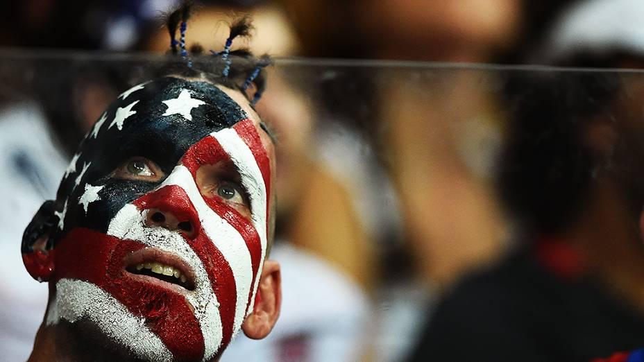 Torcedor dos Estados Unidos durante o jogo contra a Bélgica na Arena Fonte Nova, em Salvador