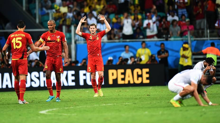 Jogadores da Bélgica comemoram vitória na prorrogação sobre os Estados Unidos