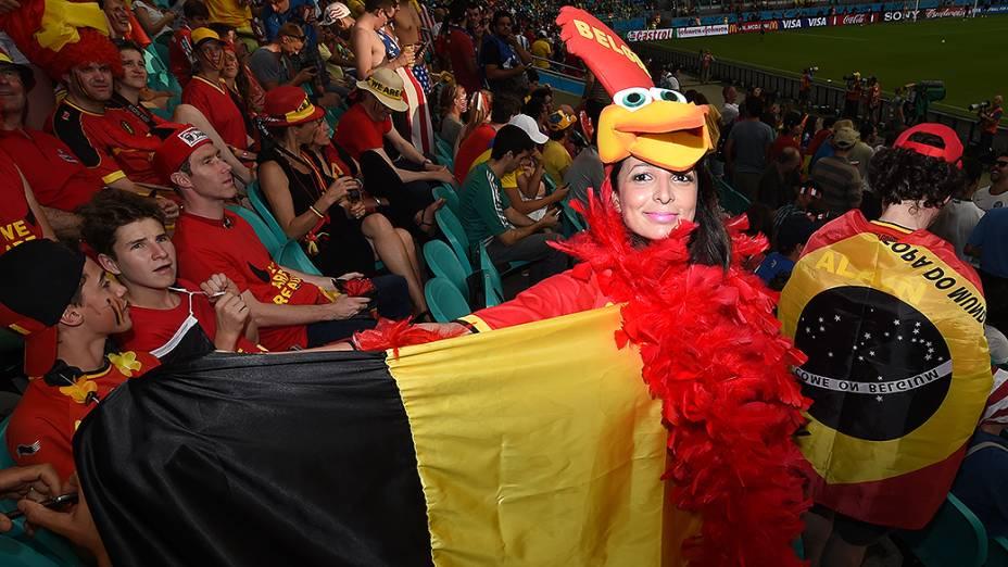 Torcedora da Bélgica duranteo jogo contra os Estados Unidos na Arena Fonte Nova, em Salvador