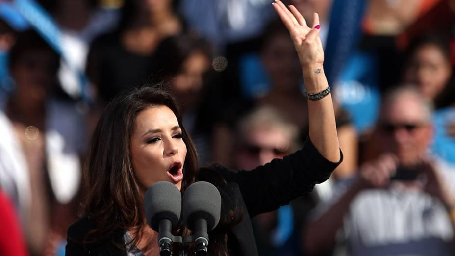 Eva Longoria discursando na campanha de Barack Obama de 2012, em Nevada