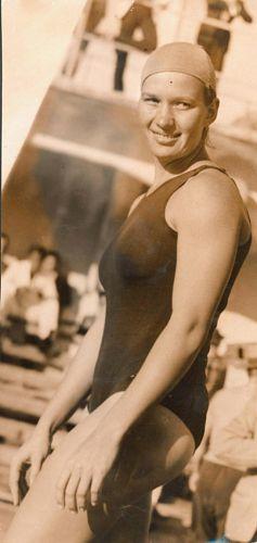 A brasileira Maria Lenk, a primeira sul-americana a disputar uma olimpíada. Em 1932, ela usou um maiô emprestado para disputar três provas dos Jogos de Los Angeles.