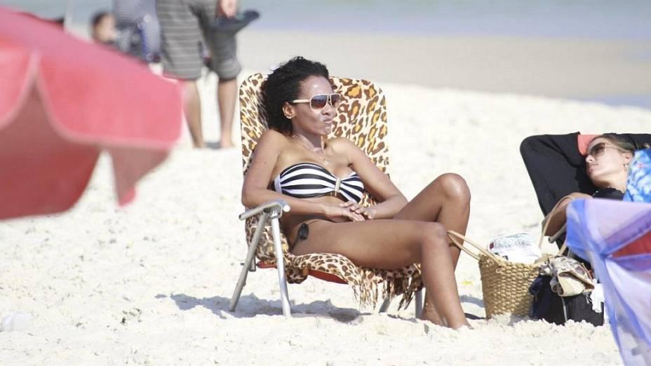 Ex-BBB Aline na Praia da Barra da Tijuca