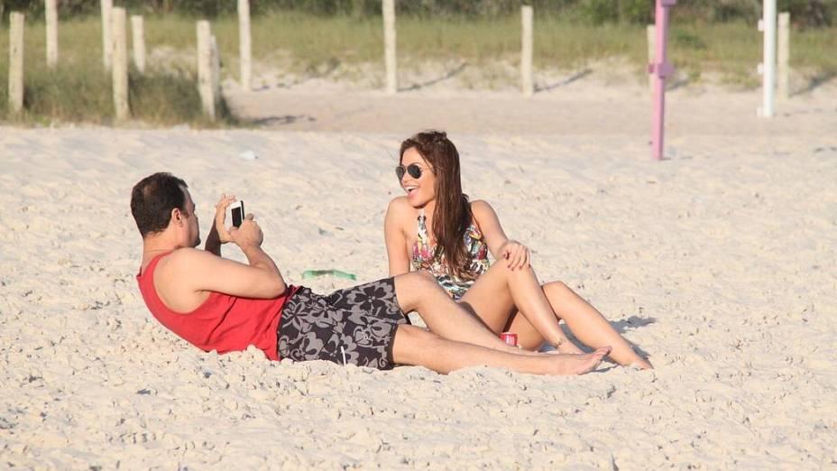 Ex-BBBs Maria Melilo e Daniel, na praia da Barra da Tijuca