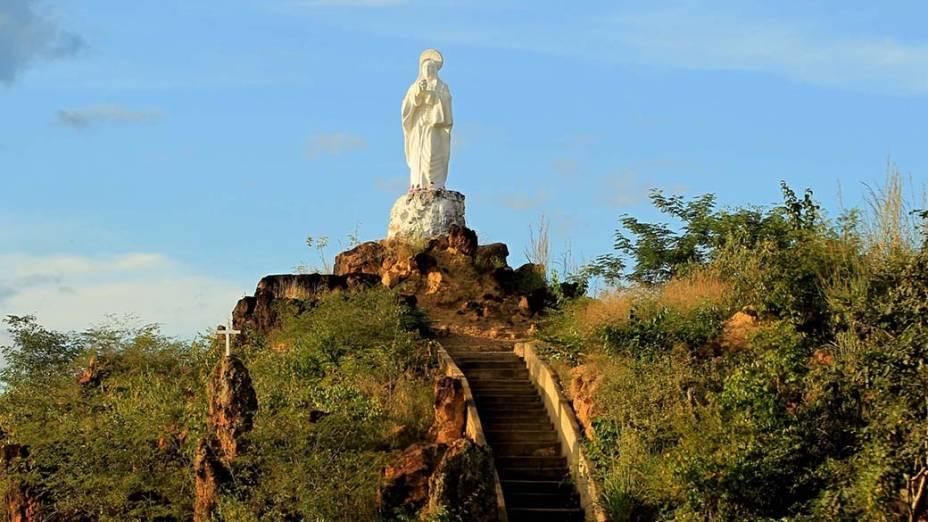 Imagem de Nossa Senhora às margens da BR-135, no Piauí