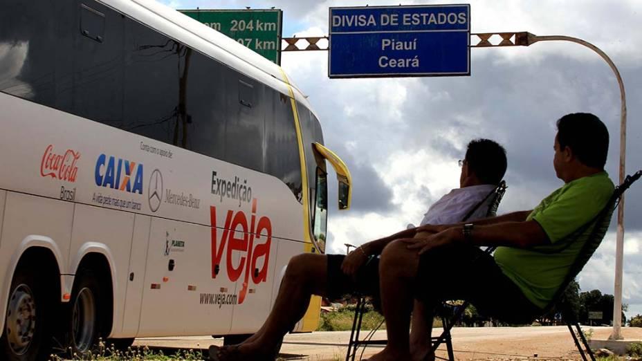 Ônibus da Expedição VEJA atravessa a divisa do Piauí com o Ceará