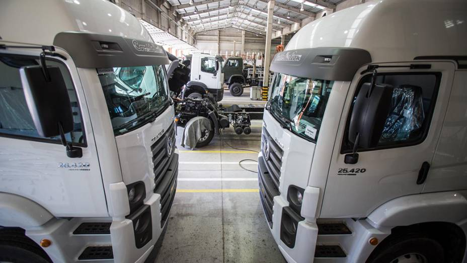 Caminhões da montadora BMB, na cidade de Porto Real (RJ)