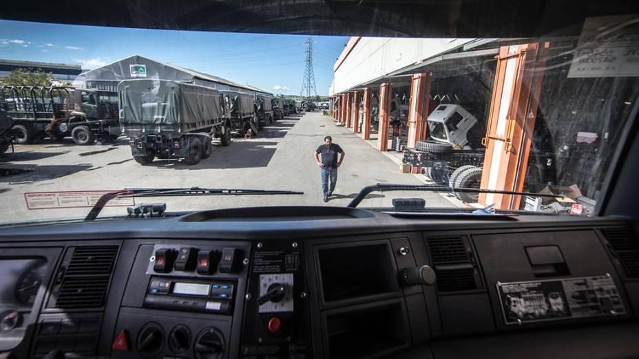 Caminhões na montadora BMB, em Porto Real (RJ)