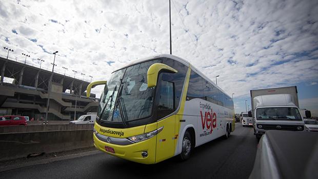 Ônibus da Expedição VEJA na marginal Pinheiros, em São Paulo