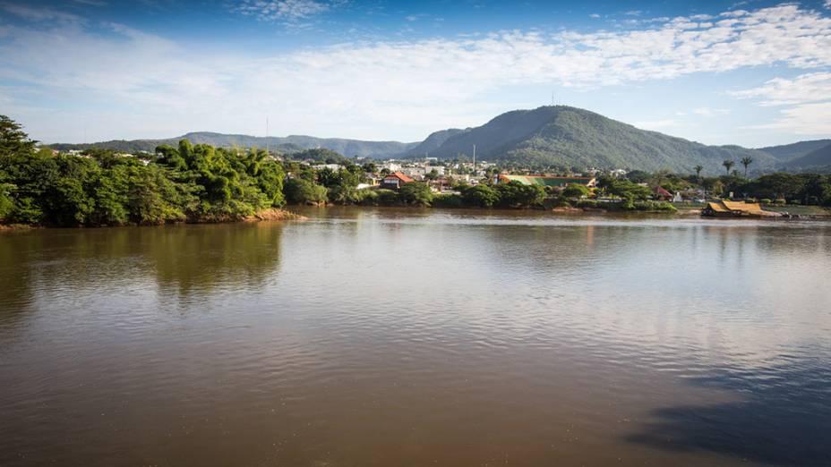 Rio Araguaia com a cidade de Barra do Garça (MT) ao fundo