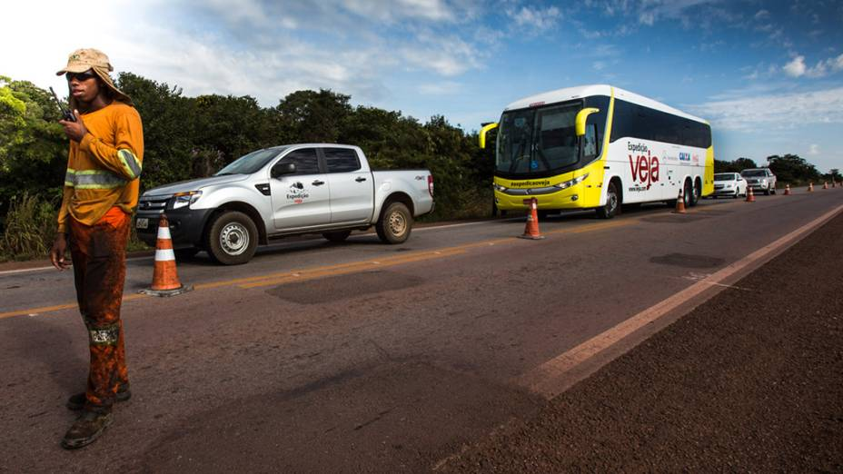 Expedição Veja passa pela BR 070, na região de Aparecido do Rio Claro (GO), com destino a Brasília (DF)