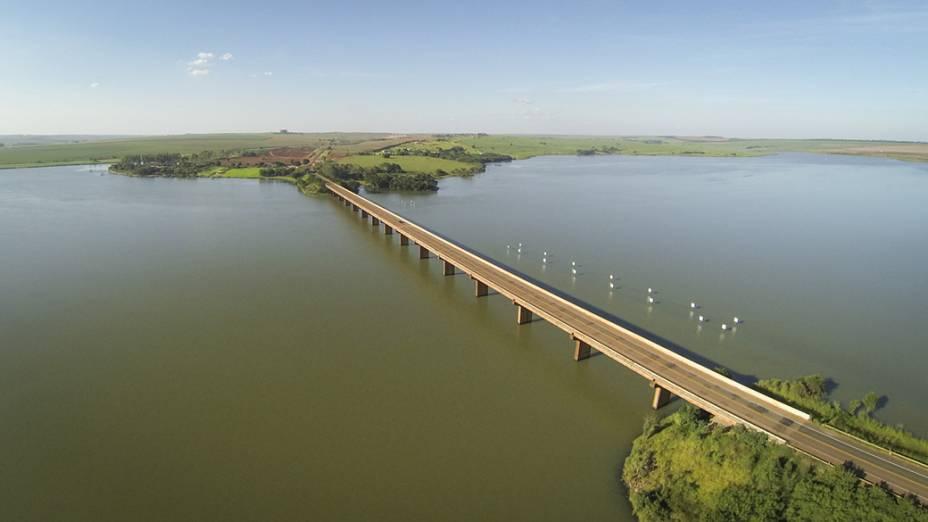 Foto aérea feita com drone, do rio Paranapanema em São Paulo. A expedição está seguindo rumo a Três Lagoas/MS