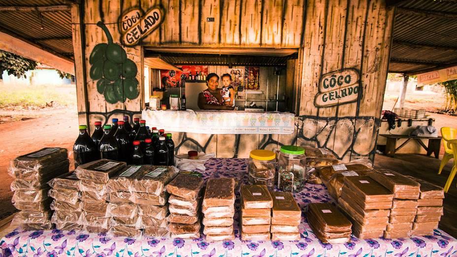 Expedição Veja. Na foto vendedores ambulantes na BR 364 na região de Juscimeira (MT)
