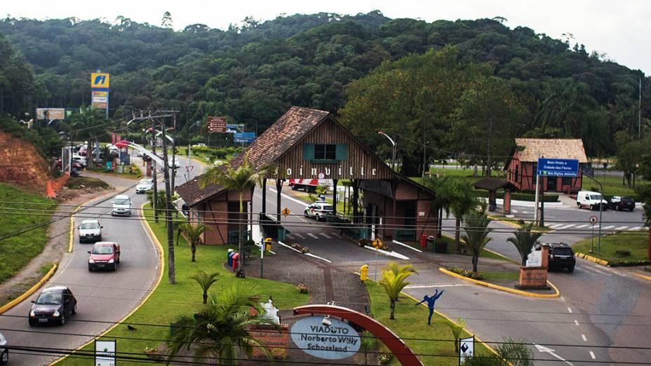 Expedição Veja pelo Brasil na estrada se despede da cidade de Joinville rumo a Não-Me-Toque (RS)