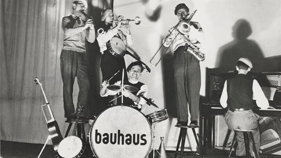 Membros da banda Bauhaus (T. Lux Feininger: clarinete, Waldemar Alder: trompete, Ernst Egeler: bateria, Clemens Röseler: trombone, Friedhelm Strenger: piano)
