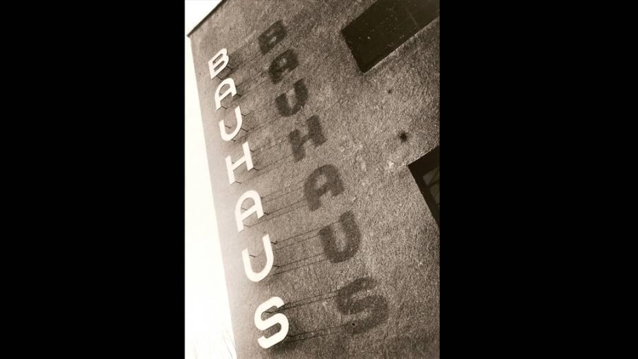 Logotipo em edifício da 'BAUHAUS', em Dessau