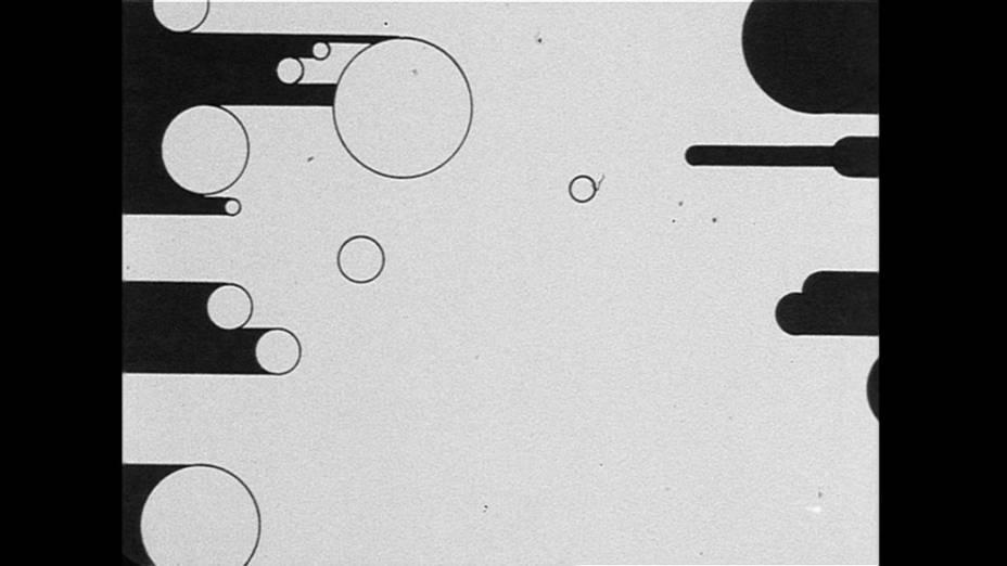 Frame da obra Schwarz:Weiss/Weiss:Schwarz (Preto:Branco/Branco:Preto), de Kurt Kranz