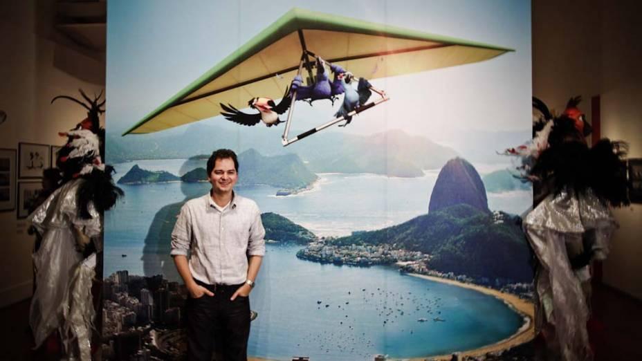 Carlos Saldanha, diretor de Rio, em exposição sobre o filme no Museu Nacional de Belas Artes<br>