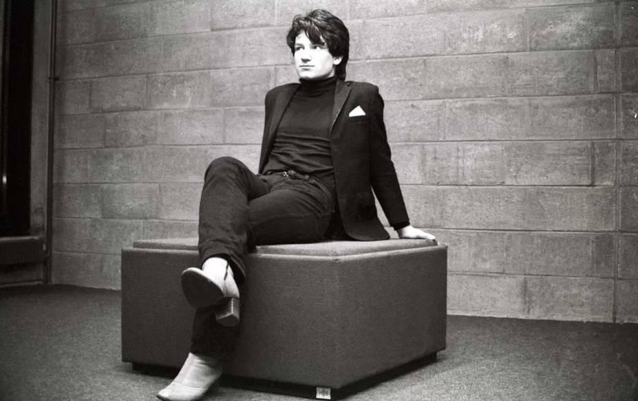 """Bono Vox com as botas que, pela altura do salto, ficaram conhecidas como """"Bono Boots"""""""